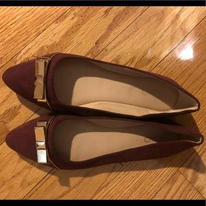 Aldo, size 8, suede flats with gold bow